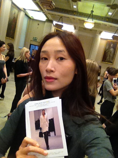 trang khieu am tham casting tai london fashion week - 1