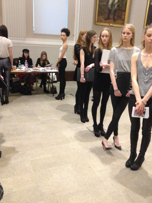 trang khieu am tham casting tai london fashion week - 5