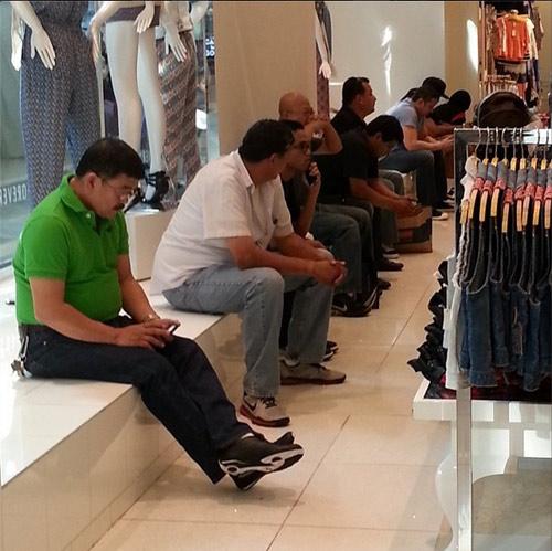 """""""do khoc do cuoi"""" canh dan ong cho vo shopping - 3"""