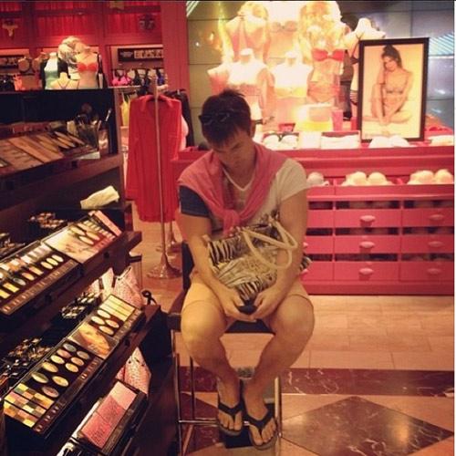 """""""do khoc do cuoi"""" canh dan ong cho vo shopping - 8"""