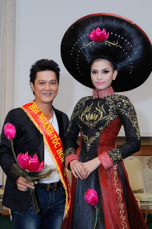 truong thi may mac ao dai bang toc 200 trieu - 4