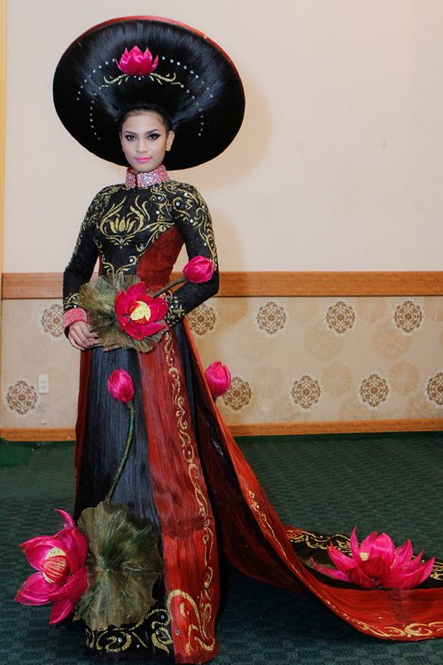 truong thi may mac ao dai bang toc 200 trieu - 2