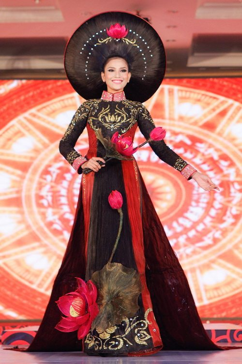 truong thi may mac ao dai bang toc 200 trieu - 6