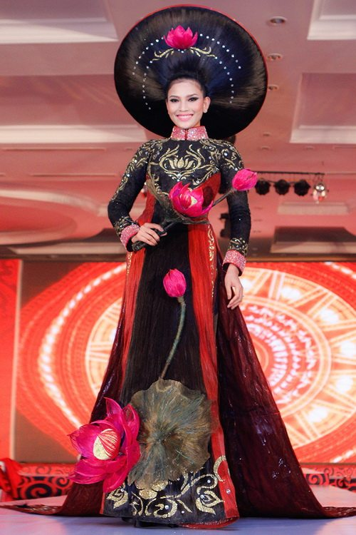 truong thi may mac ao dai bang toc 200 trieu - 7