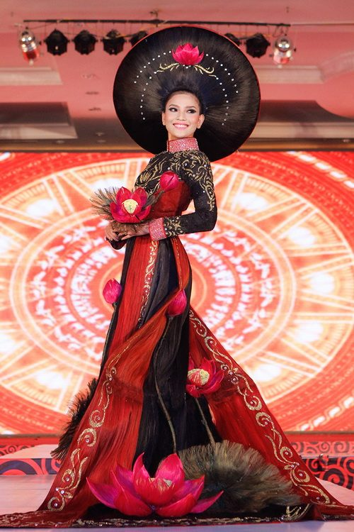 truong thi may mac ao dai bang toc 200 trieu - 10
