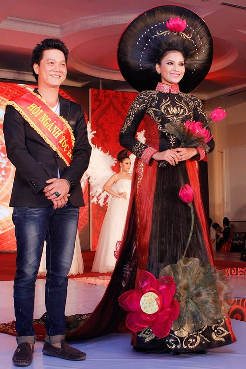 truong thi may mac ao dai bang toc 200 trieu - 14
