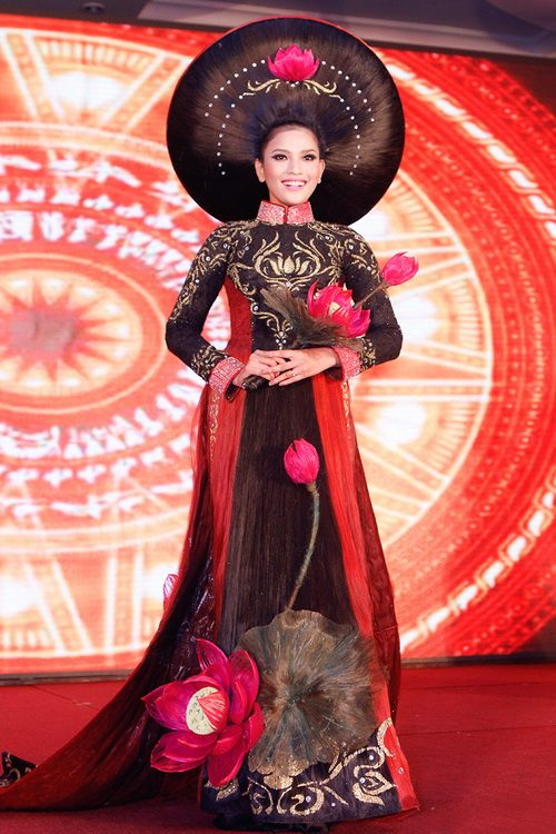 truong thi may mac ao dai bang toc 200 trieu - 12