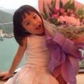 Làng sao - Con gái Triệu Vy càng lớn càng thông minh lanh lợi