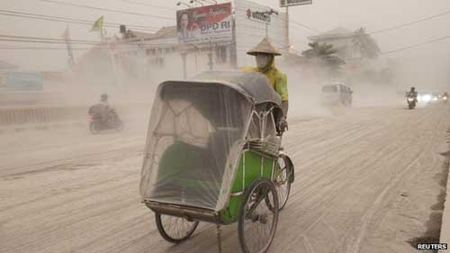 indonesia: nui lua bat ngo phun trao, 3 nguoi chet - 1