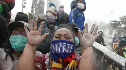 indonesia: nui lua bat ngo phun trao, 3 nguoi chet - 2