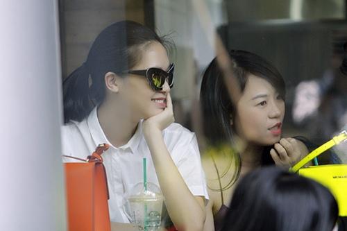 "hh thuy dung di cafe cung rat ""sang chanh"" - 8"