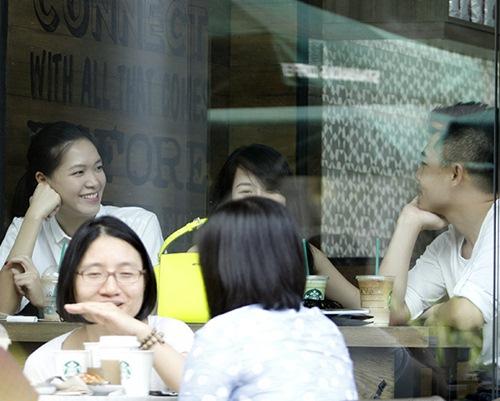 "hh thuy dung di cafe cung rat ""sang chanh"" - 1"