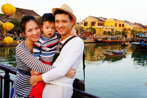 mc dan le hanh phuc ben chong va con trai - 3