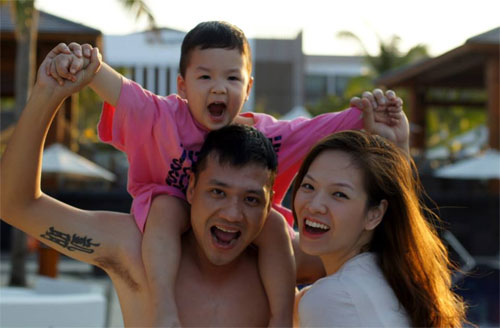 mc dan le hanh phuc ben chong va con trai - 1