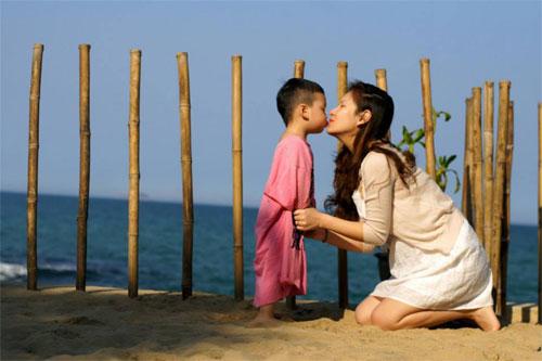 mc dan le hanh phuc ben chong va con trai - 7
