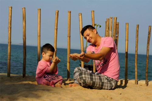 mc dan le hanh phuc ben chong va con trai - 9