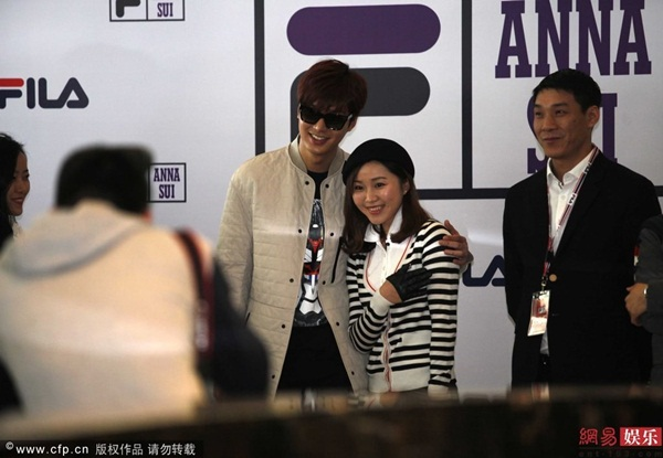 sau vu bi to, lee min ho than thien hon voi fan - 5