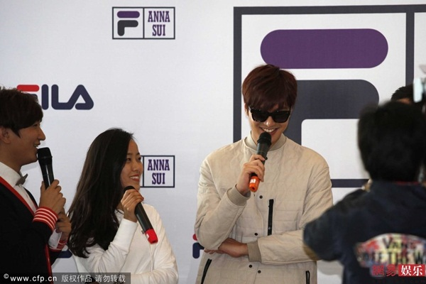 sau vu bi to, lee min ho than thien hon voi fan - 4
