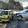 Tin tức - Sốc: Bé trai 8 tuổi lái ô tô gây tai nạn