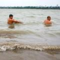 Người HN ra sông tắm tiên trong giá rét 12 độ C