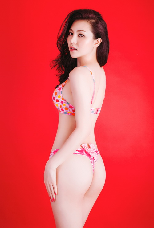 a hau tra giang sexy het co voi bikini - 2