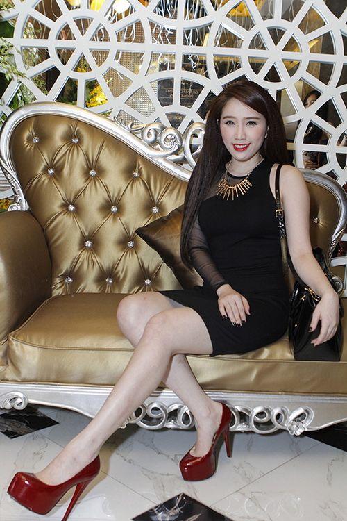 """Quỳnh Thư rạng rỡ bên bạn trai """"chịu chi"""" - 6"""