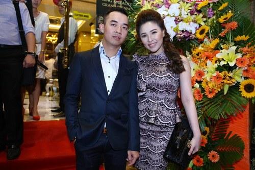 """Quỳnh Thư rạng rỡ bên bạn trai """"chịu chi"""" - 4"""