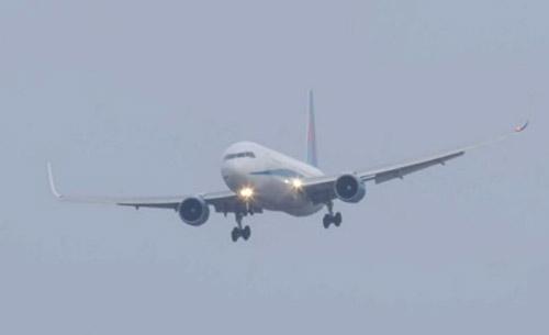 Thót tim cảnh Boeing 767 hạ cánh như trực thăng-1