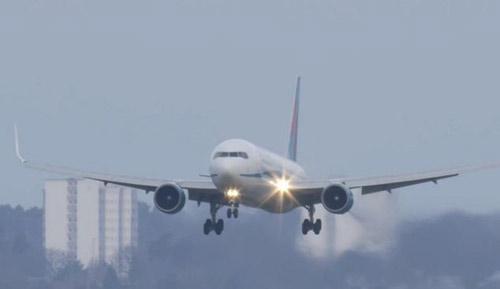 Thót tim cảnh Boeing 767 hạ cánh như trực thăng-2