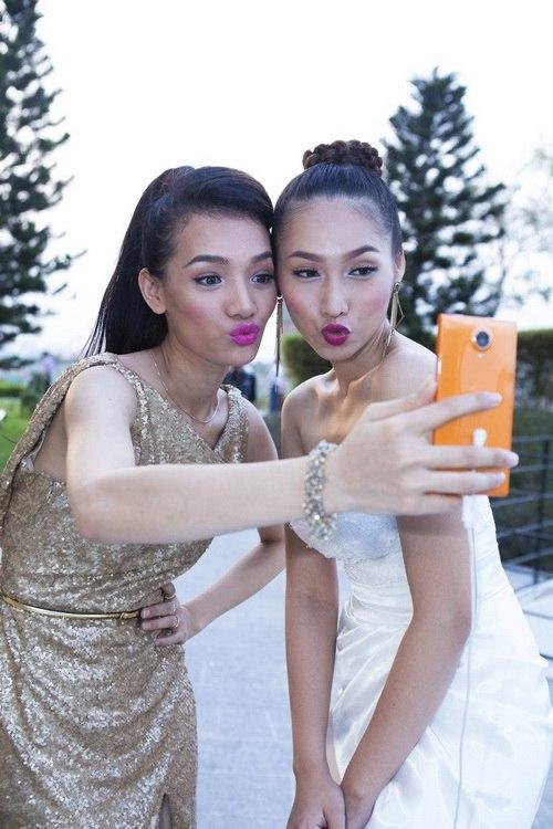 Siêu mẫu Khánh Ngọc sexy với váy xẻ sâu-14