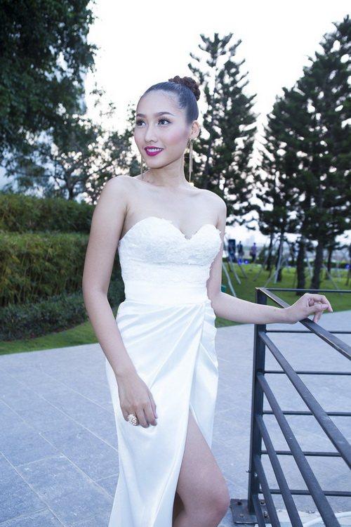 Siêu mẫu Khánh Ngọc sexy với váy xẻ sâu-4