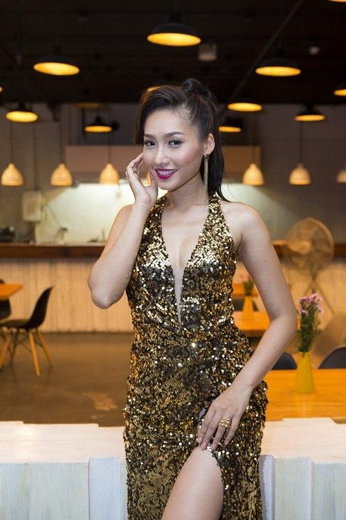 Siêu mẫu Khánh Ngọc sexy với váy xẻ sâu-10
