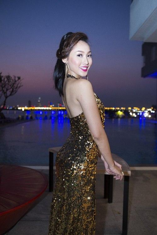 Siêu mẫu Khánh Ngọc sexy với váy xẻ sâu-12