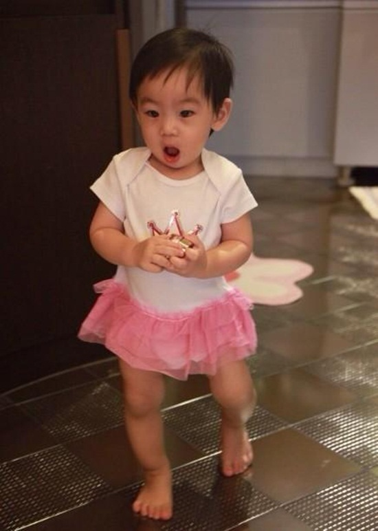 Lâm Chí Dĩnh khoe ảnh con trai mặc váy-1