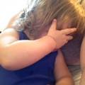 Làm mẹ - Hot clip: Bé khóc khi nghe nhạc cưới bố mẹ