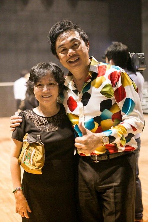Danh hài Chí Tài choàng vai mẹ Diễm My 9X-16