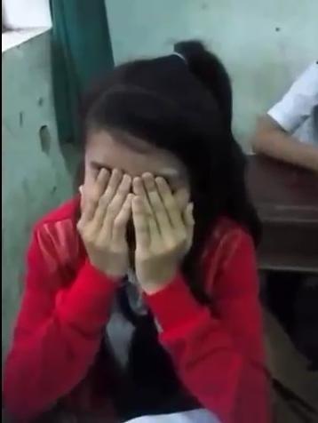 Vụ HS đánh trả thầy: HS khóc lóc giữ thầy ở lại-2