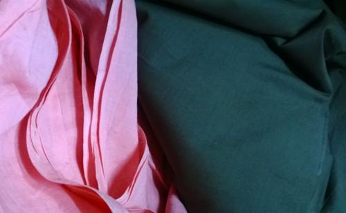 Dạo chợ Hôm: Muôn vải đẹp may váy midi - 6