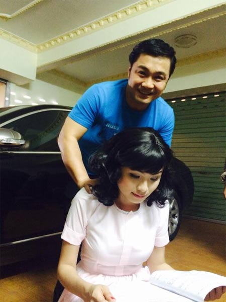 ly hung massage cho hoa hau diem huong - 1