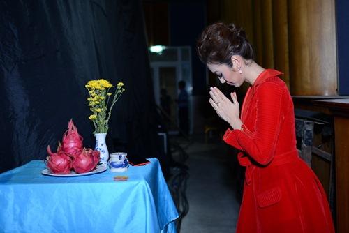 Jennifer Phạm lộ vẻ phờ phạc trong hậu trường-10