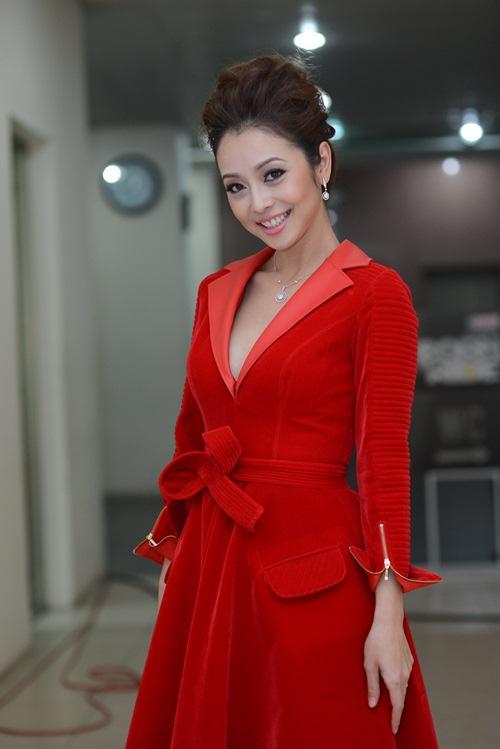 Jennifer Phạm lộ vẻ phờ phạc trong hậu trường-6