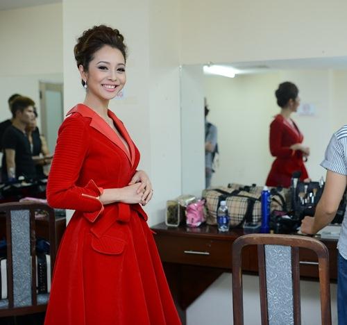 Jennifer Phạm lộ vẻ phờ phạc trong hậu trường-9
