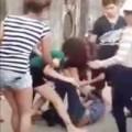 Tin tức - Xôn xao clip nữ sinh bị đánh hội đồng giữa đường