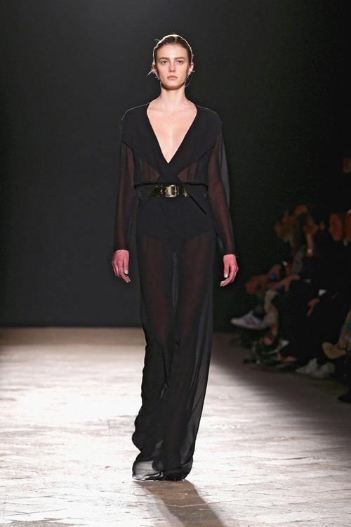 tuyẻn tạp váy sexy ''hun nóng'' thành milan - 10