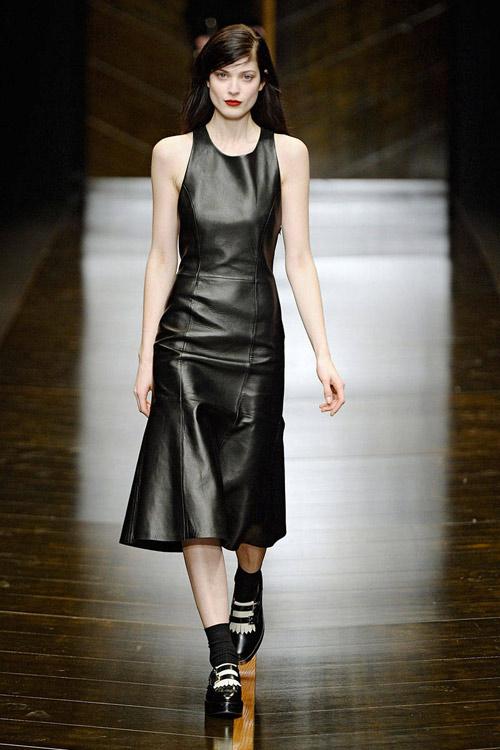 tuyẻn tạp váy sexy ''hun nóng'' thành milan - 12