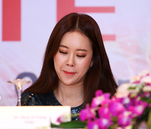 fan ha noi soc vi baek ji young lech cam - 5