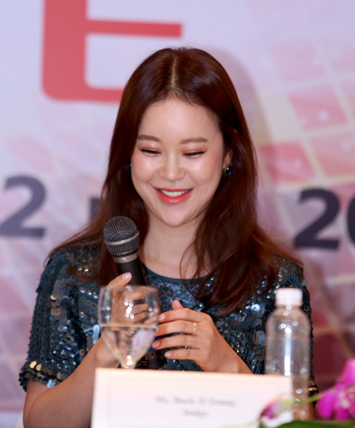 fan ha noi soc vi baek ji young lech cam - 12