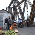 """Tin tức - Cận cảnh những """"vết lở loét"""" trên cầu Long Biên"""