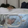 Bà bầu - Trung Quốc: Mẹ đẻ rơi con trong toilet