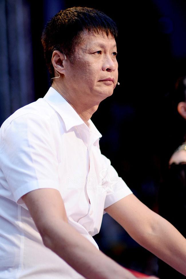 """Đạo diễn Lê Hoàng được công chúng biết đến từ thập niên 90 trong vai trò đạo diễn của nhiều bộ phim nghệ thuật như 'Lưỡi dao' hay 'Ai xuôi vạn lý', nhưng chỉ thực sự trở nên nổi tiếng sau bộ phim 'Gái nhảy'.  Ngoài ra, Lê Hoàng cũng là một nhà báo với bút danh theo tên vợ của mình là Lê Thị Liên Hoan. Lối viết phỏng vấn giả tưởng, châm biếm của ông rất được độc giả yêu thích.  Bài liên quan:  Sững sờ nhà triệu đô của ông trùm khét tiếng  Nội thất xa hoa trong biệt thự của Đăng Khôi  Biệt thự của quan chức, 'siêu lừa' bị kê biên  'Chết thèm' nhà đẹp của sao ở trời Tây  Lộ biệt thự 43 tỷ của 'siêu lừa' Huyền Như  Thăm căn hộ bạc tỷ của """"vua nhạc sàn"""""""